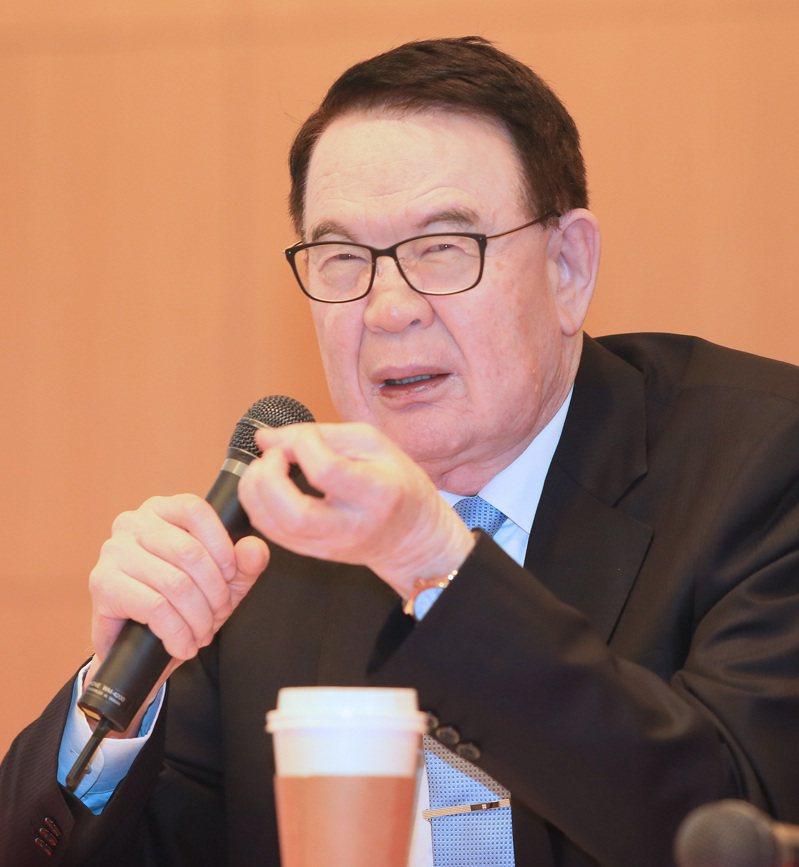 紡織股王儒鴻今天舉行法說會,董事長洪鎮海(圖)與財務副總羅仁傑親自回應法人提問。記者潘俊宏/攝影