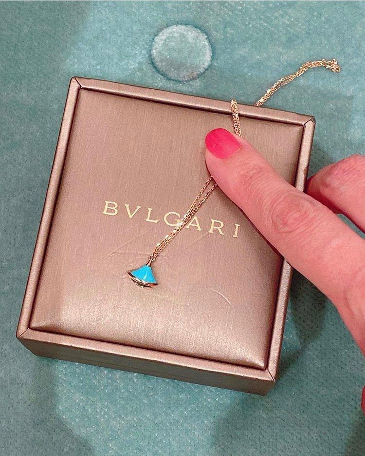 關穎在IG po文表示這寶格麗手鍊是女兒出生時收到的禮物之一。圖/取自IG @k...