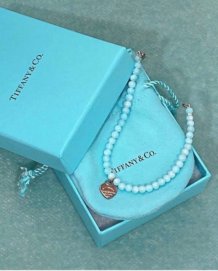 關穎在IG po文表示這Tiffany手鍊是女兒出生時收到的禮物之一。圖/取自I...