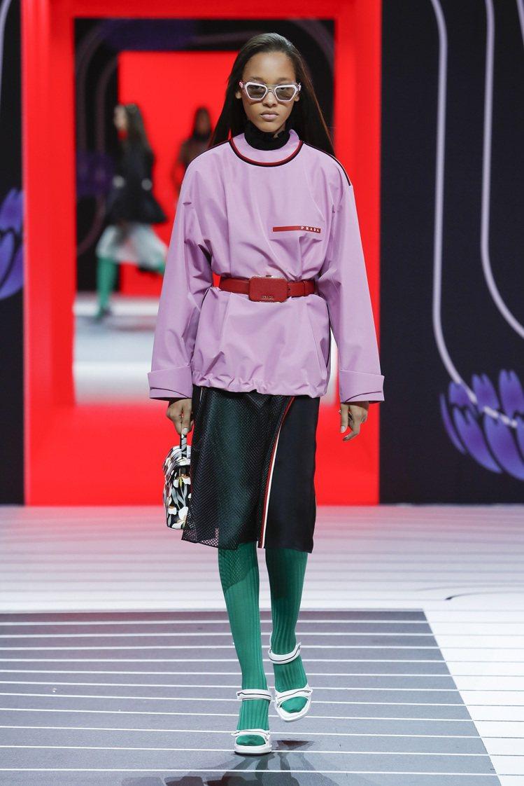 彩色粉筆調主打魯冰花紫Lupine 16-3521 TCX,跟薰衣草色頗相似,也...