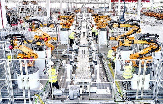 恒大汽車車廠的全自動化生產線。圖/香港經濟日報