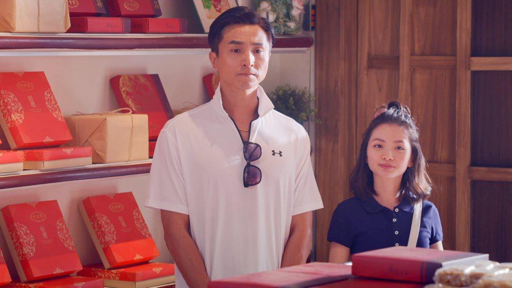 王少偉(左)在「我的婆婆怎麼那麼可愛」中,竟搬出女兒詹宛儒要參加羽球比賽來騙取全