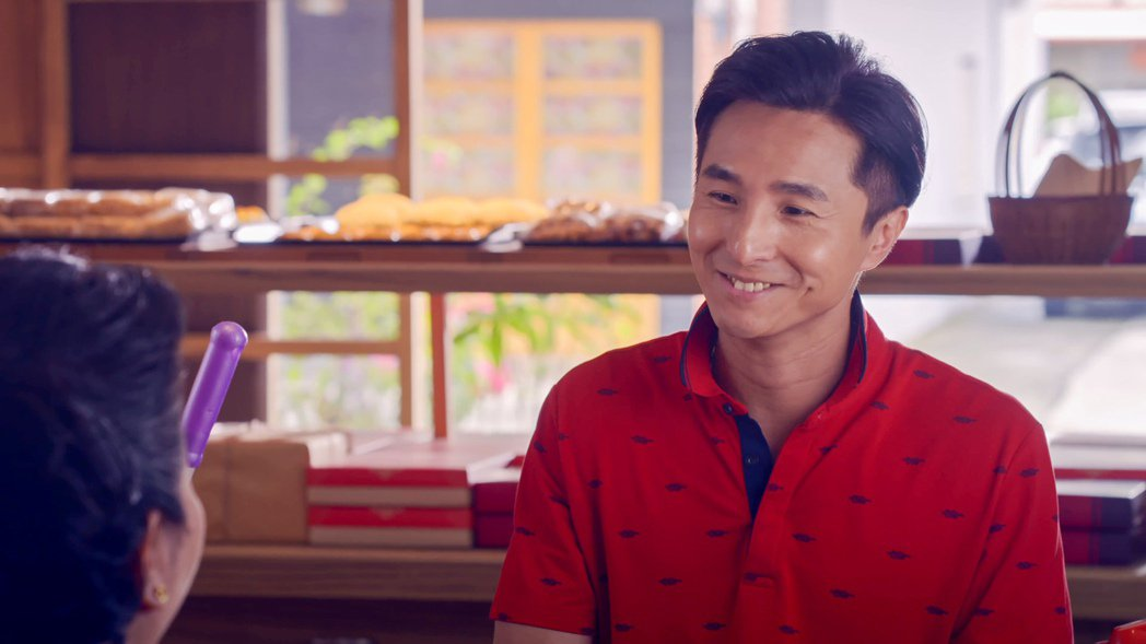 王少偉在「我的婆婆怎麼那麼可愛」中竟詐騙全村。圖/公視提供