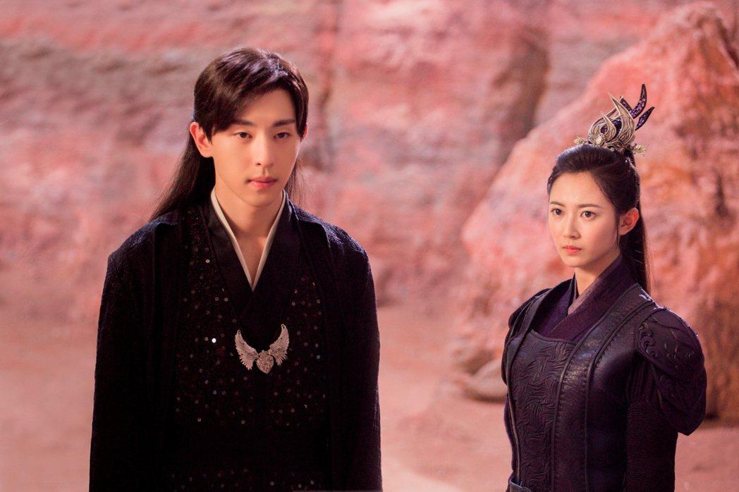 陳鈺琪(右)和鄧倫合作「香蜜沉沉燼如霜」。圖/中視提供