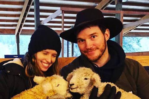 「星爵」克里斯普萊特去年6月迎娶阿諾史瓦辛格的30歲女兒凱薩琳,2人婚後幸福美滿,普萊特在今年開心公告妻子已經懷孕,如今已順利分娩,2人雖未對外透露性別,但由於凱薩琳的弟弟派屈克送給他們的新生兒禮物...