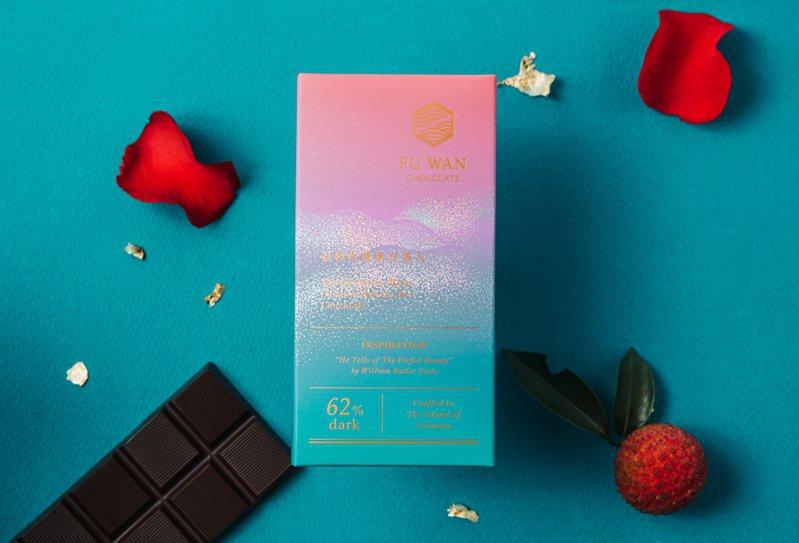 福灣「玫瑰荔枝東方美人巧克力」,每片420元。圖/福灣巧克力提供