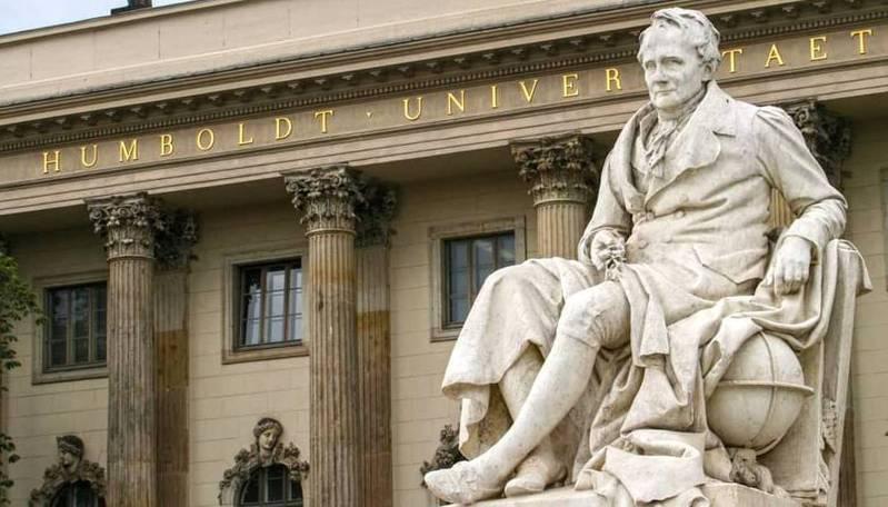 柏林洪堡大學的亞歷山大‧洪堡德(Alexander von Humboldt)雕像。圖/摘自柏林洪堡大學官方粉絲團
