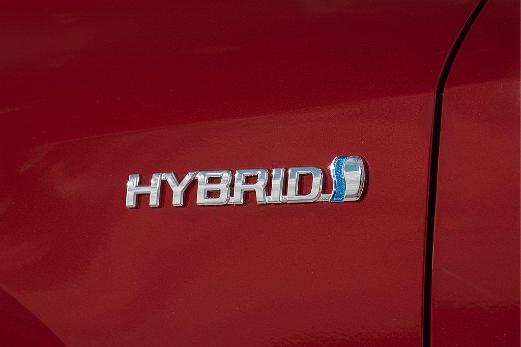 歐洲Toyota汽車分公司公布歐洲市場1-6月份的銷售成績,總交車數為424,8...