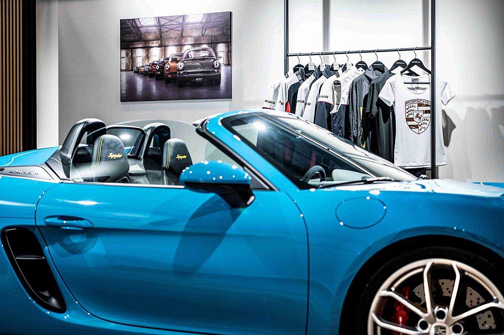 Porsche Studio都會概念店與桃園保時捷展示中心,除可滿足不同消費者的...
