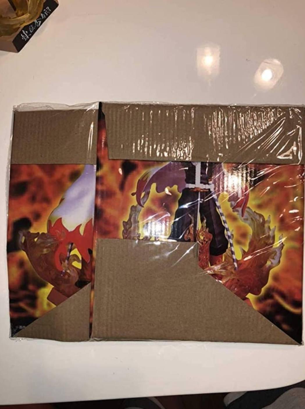 9萬日圓你給我這樣的包裝盒... 圖:Twitter