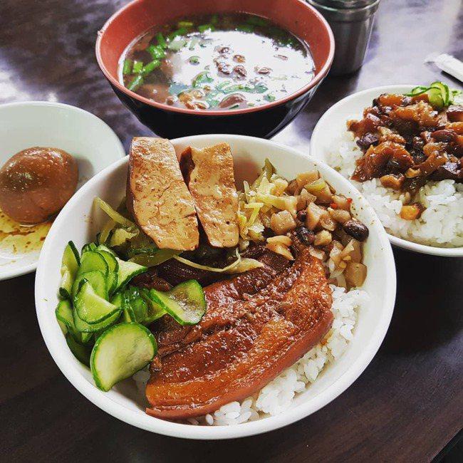 新進榜的「一甲子餐飲」,以焢肉飯最具代表性。 記者陳睿中/攝影