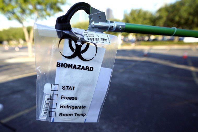 德州的新冠疫情仍未減緩,專家預測到 8月底才可能到確診病例的高峰期。圖為德州正在...