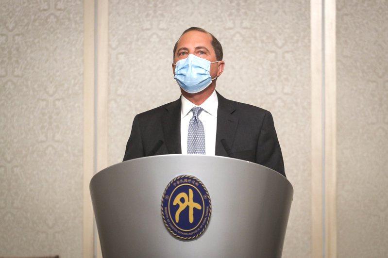 美國衛生部長阿查爾(Alex Azar)11日率團至台北美福飯店,致詞肯定台灣的公衛領導地位。 中央社