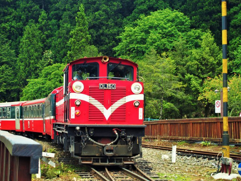 ▲七夕情人節玩法-阿里山小火車。(圖/Tripbaa趣吧!達人帶路)