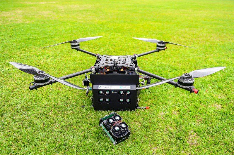 工研院的長航時無人機成功酬載重達5公斤(總起飛重量30.77公斤),滯空飛行時間達130分鐘,創下了全球無人機航時新紀。
