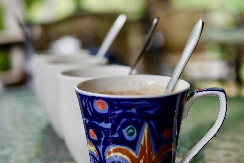 下午茶悠閒的美好時光,一杯咖啡二個小點心