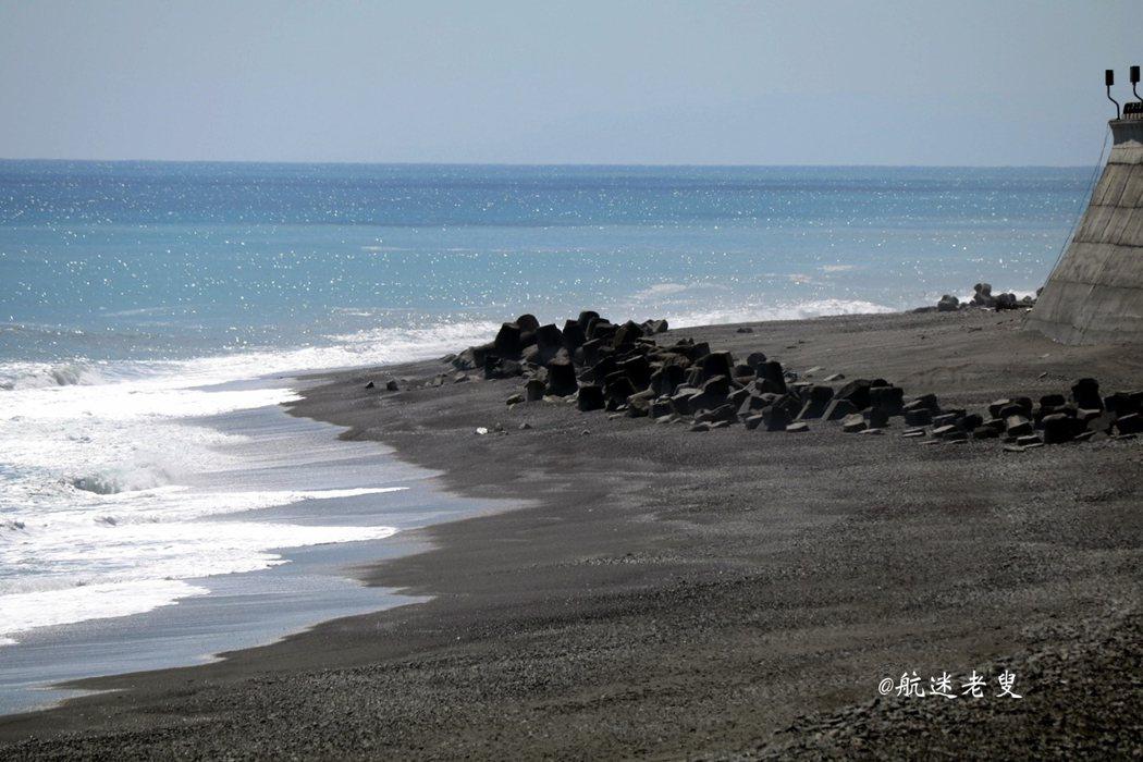 駐足,享受寧靜海岸風光,可說是最佳取景點, 在海岸間享受拍攝的樂趣,看那藍海灣沉靜, 這絕色風光絕對有著流連忘返的境界。