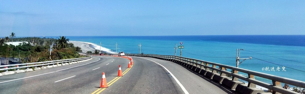 優美的海灣弧度襯著蔚藍深邃的太平洋, 湛藍的山海景致盡收眼底,不時傳來海浪陣陣拍打岩岸的聲響, 站在多良車站後方的轉彎處,景色真是迷人。