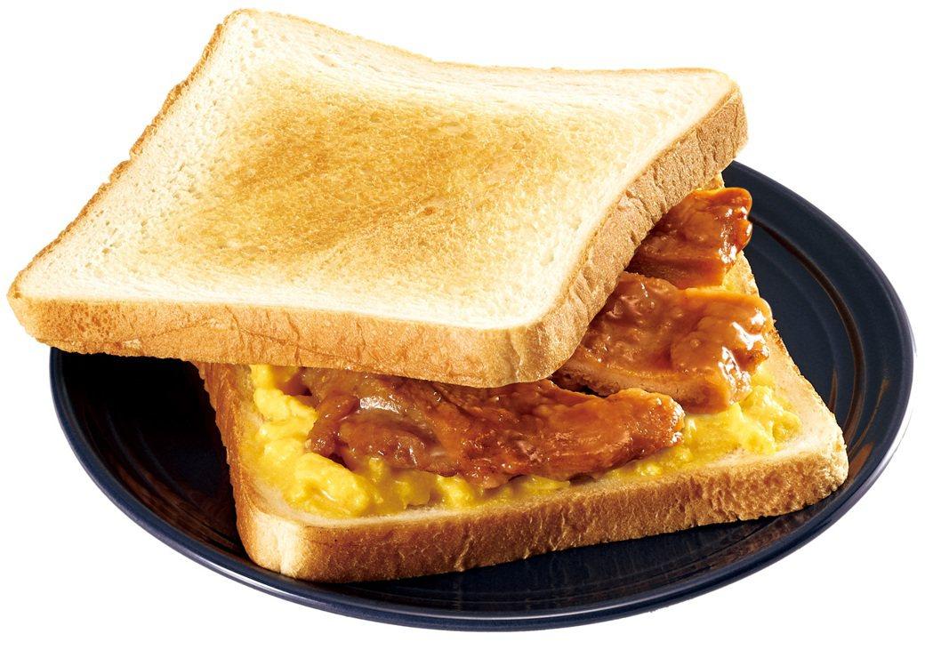 排骨肉蛋吐司」售價為55元,採用先炸後滷的去骨里肌原肉,扎實肉感,搭配奶油香烤帶...