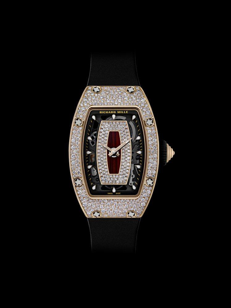 RM 07-01腕表除紅金款,同材質、同樣功能,今年另有最新款雪花式鑲嵌鑽表,訂...