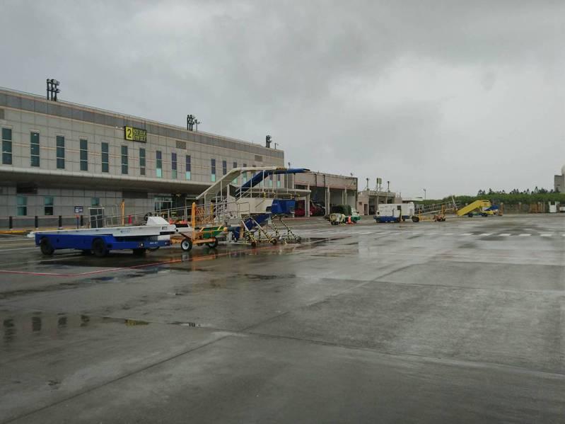 澎湖馬公機場驚傳戰機衝出跑道。圖/馬公航空站提供