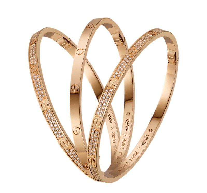 卡地亞LOVE系列手環有不同細節的款式可以照個人喜好選擇互相搭配。圖/卡地亞提供