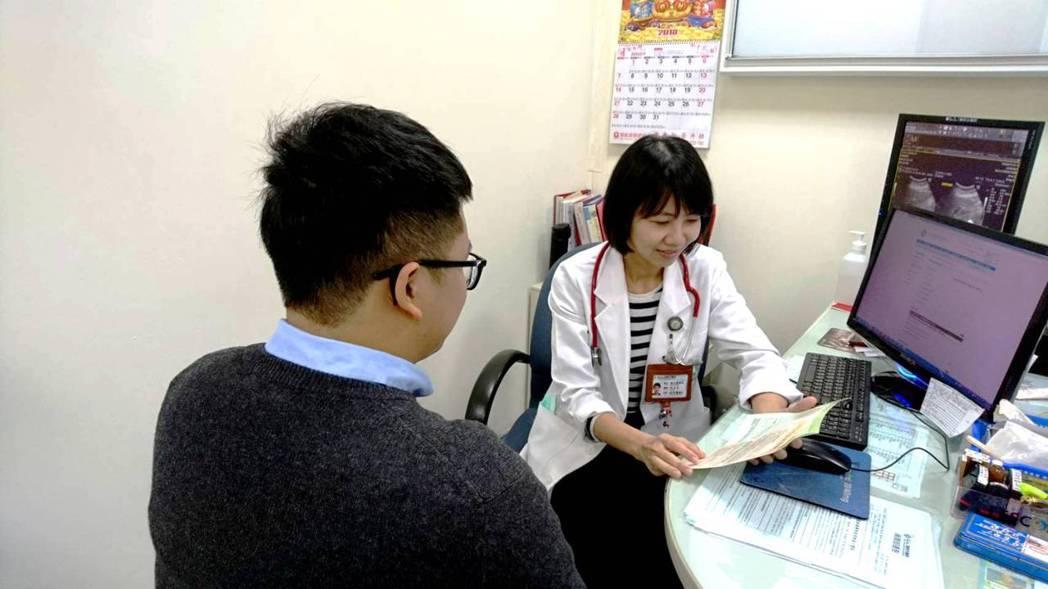 衛生局呼籲結核病是可預防治癒的疾病,潛伏結核感染者雖不具傳染力,仍需積極配合進行...