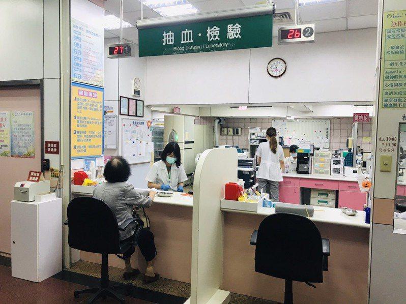 台中海線居民接受BC肝篩檢。圖/李綜合醫院提供