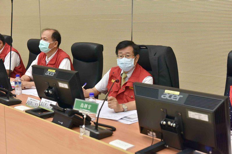 高雄市代理市長楊明州上午在災害應變中心主持米克拉颱風第二次工作會議。圖/高市府提供
