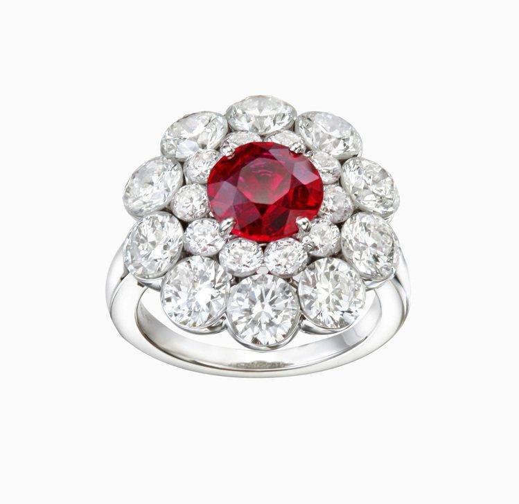 蕭邦紅地毯系列戒指,獨一無二之作,18K白金戒指鑲嵌圓型切割1.89克拉紅寶石與...