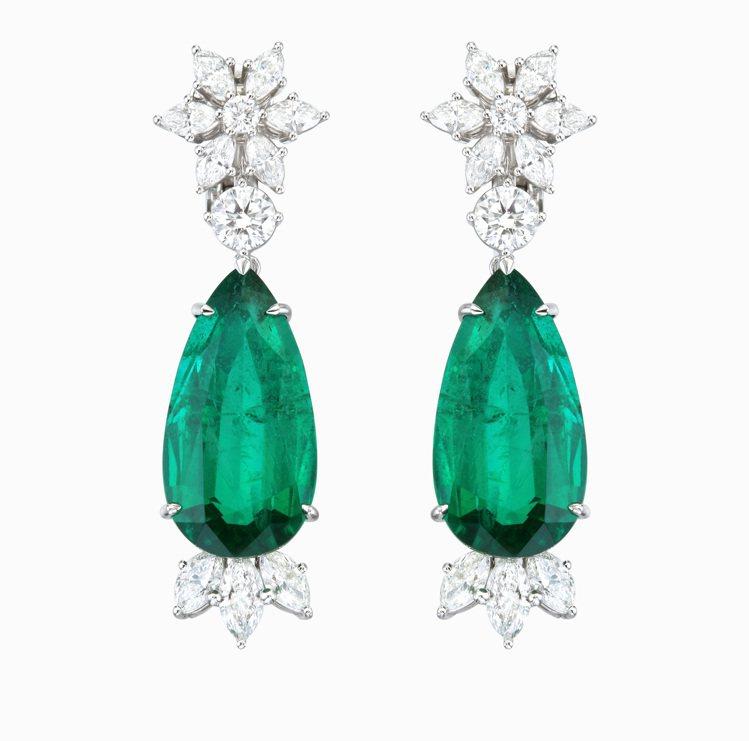 蕭邦綠地毯系列耳環,獲公平採礦認證18K白金鑲嵌單顆11.66克拉祖母綠,單顆1...