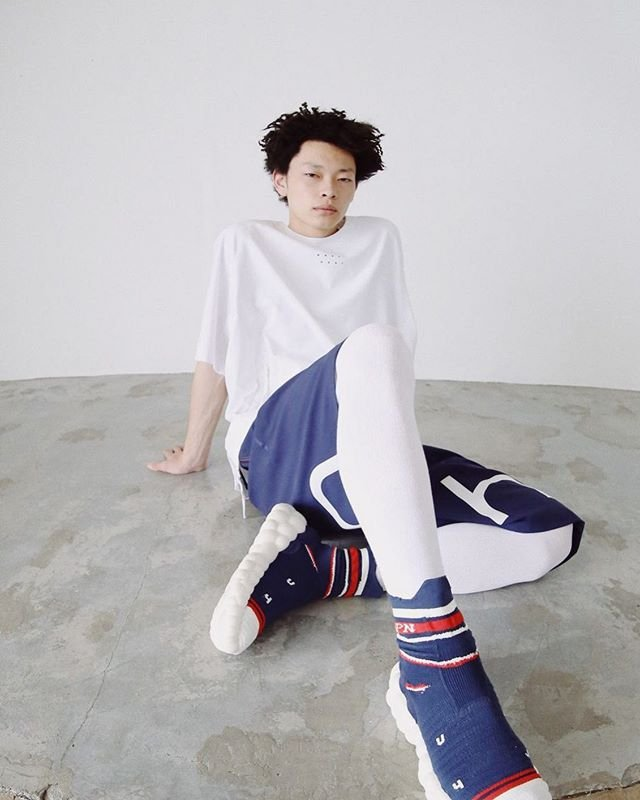 Mizuno跨足襪套式鞋款,推出二代RHRN ENERZY潮鞋。圖/摘自mizu...