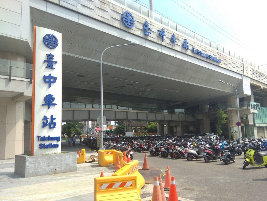 台中市第三警分局將在17日針對台中車站的計畫道路,取締機車違停,呼籲駕駛人遵守交...