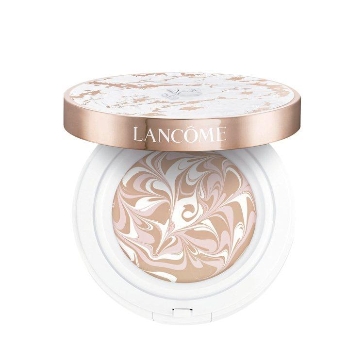 LANCOME超極光精華水粉霜售價1,900元。圖/統一時代百貨提供