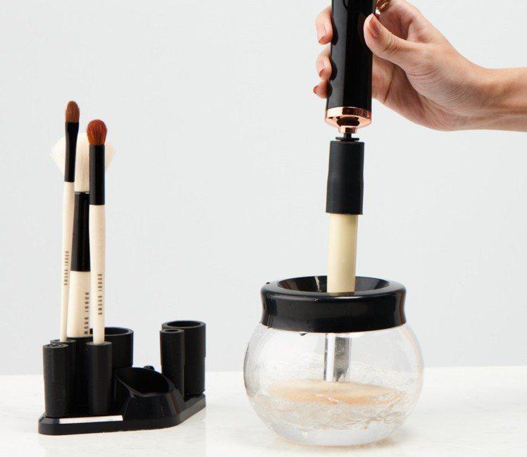 統一時代百貨化妝品滿額禮,美妝刷具自動清洗機。圖/統一時代百貨提供