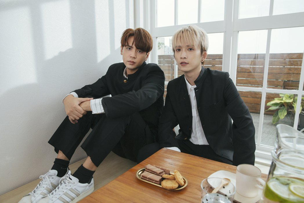 陳零九(左)、邱鋒澤首度以「九澤CP」推出新歌。圖/滾石唱片提供