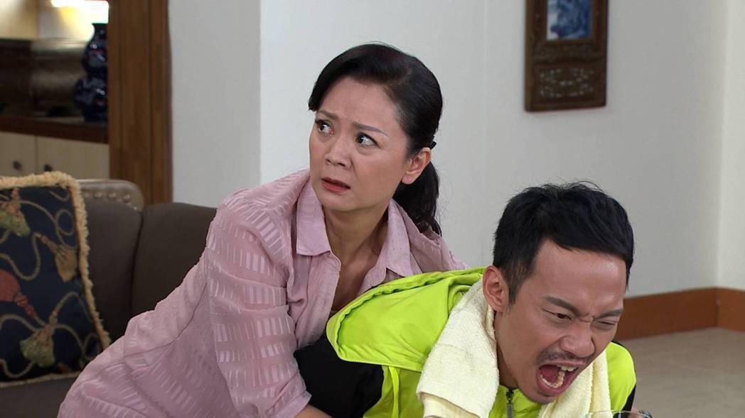 高欣欣在「多情城市」中飾演潘家的管家,對「潘威廉」愛護有加。圖/民視提供