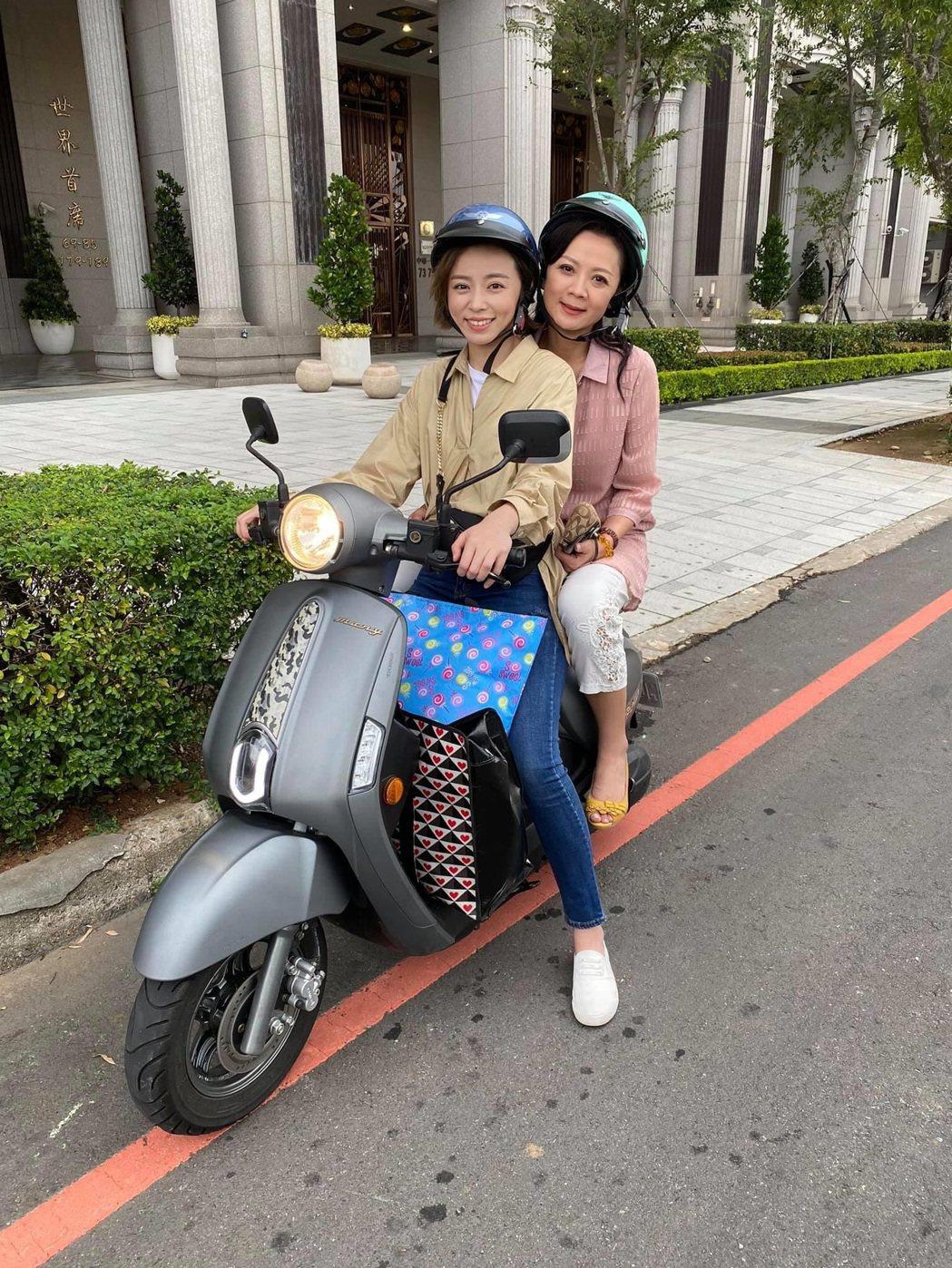 高欣欣、王瞳在「多情城市」飾演母女檔。圖/民視提供