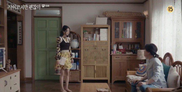 徐睿知身穿路易威登2020春夏系列時裝,搭配Cannes圓筒手袋。圖/截自tvN...