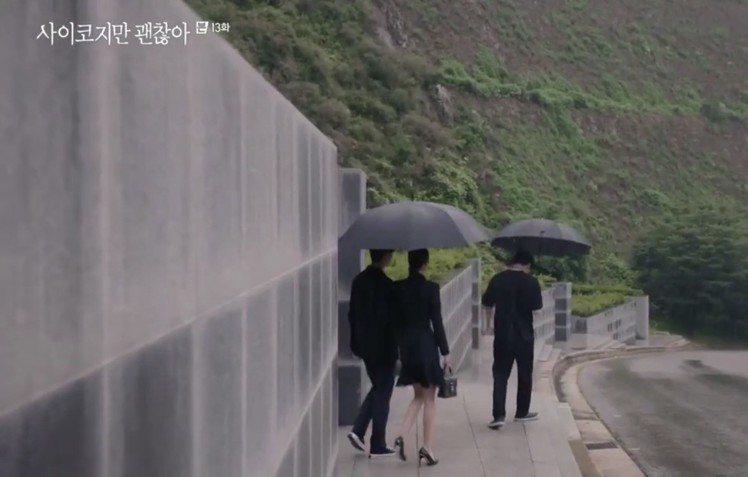徐睿知在第13集手拎路易威登Locky BB手袋。圖/截自tvN「雖然是精神病但...