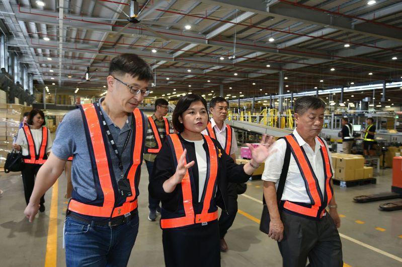 雲林為台灣農業大縣,首度進駐全台最大的冷鏈物流倉儲,未來不僅可作為雲林農產在大台北地區的倉儲據點,也為雲林農產外銷做準備。圖為雲林縣長張麗善(中)。記者彭宣雅/攝影