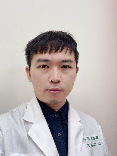 台南市立安南醫院憂鬱症中心醫師陳威任指出,非典型鬱症也要及早就醫治療。圖/安南醫...