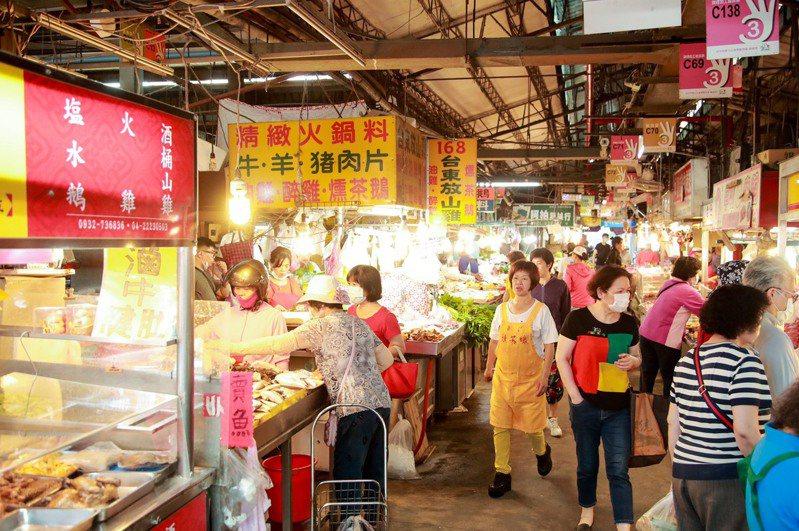台中購物節買氣強強滾,登錄金額每日增加1.8億元。記者陳秋雲/攝影