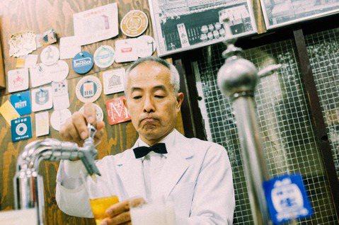 「重富酒店」的創業者,在廣島市區供應著他心中認為的文明生活樣式之代表:一杯清涼帶...