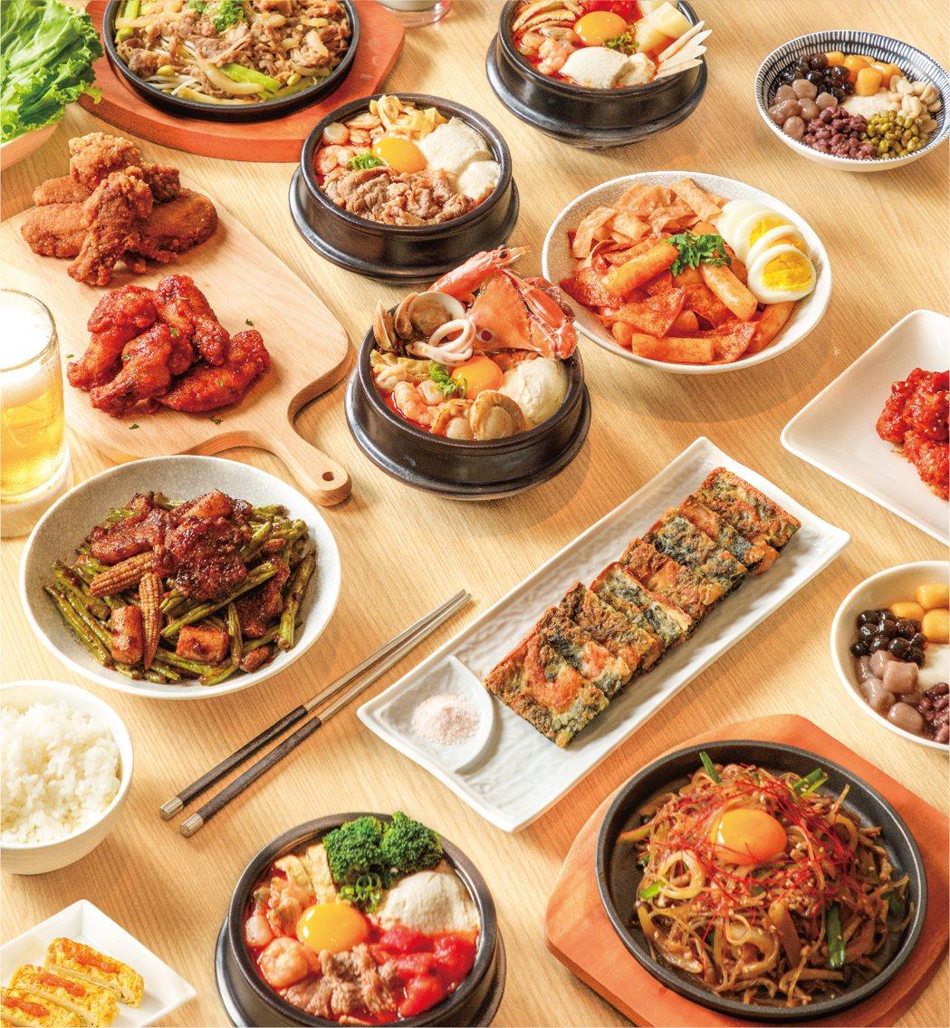 東京純豆腐新竹SOGO店除了有25種口味的日式純豆腐煲,主廚更研發出20道以上的...