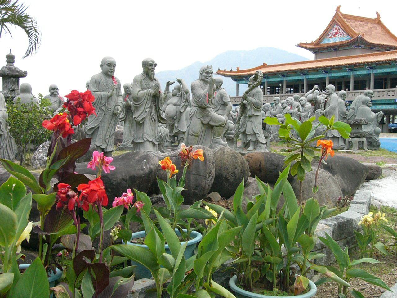 圖與文六龜鄉諦願寺五百羅漢石雕塑像。 圖/阮正霖 攝影