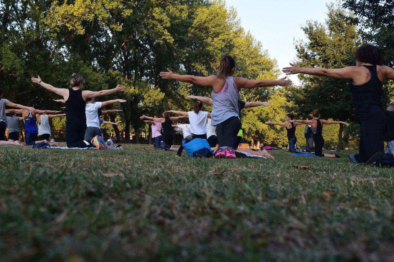 適度的運動可以幫助減緩老化,維持肌力及柔軟度,改善身體控制能力,包括平衡感及敏捷...