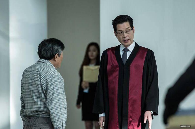 警方明顯違法的偵查程序,為什麼身為偵查主體的檢察官卻沒有發現?圖為《秘密森林》劇照。 圖/tvN