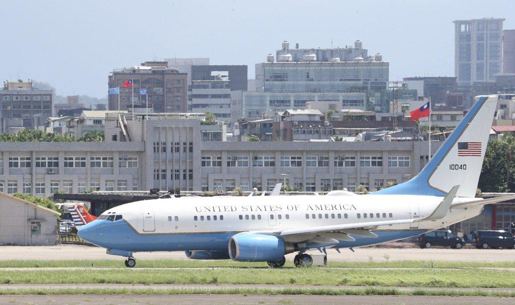 美國衛生部長阿查爾8月9日傍晚抵台,展開為期4天的訪問,離台前還參訪「口罩國家隊...