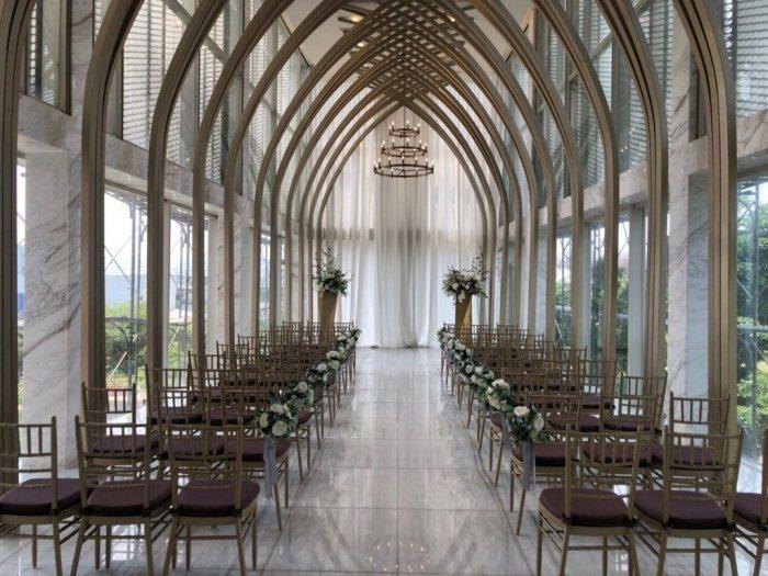 新人控訴台中知名婚宴會館擅自進行整修工程,未事先告知。 圖/翻攝自Dcard